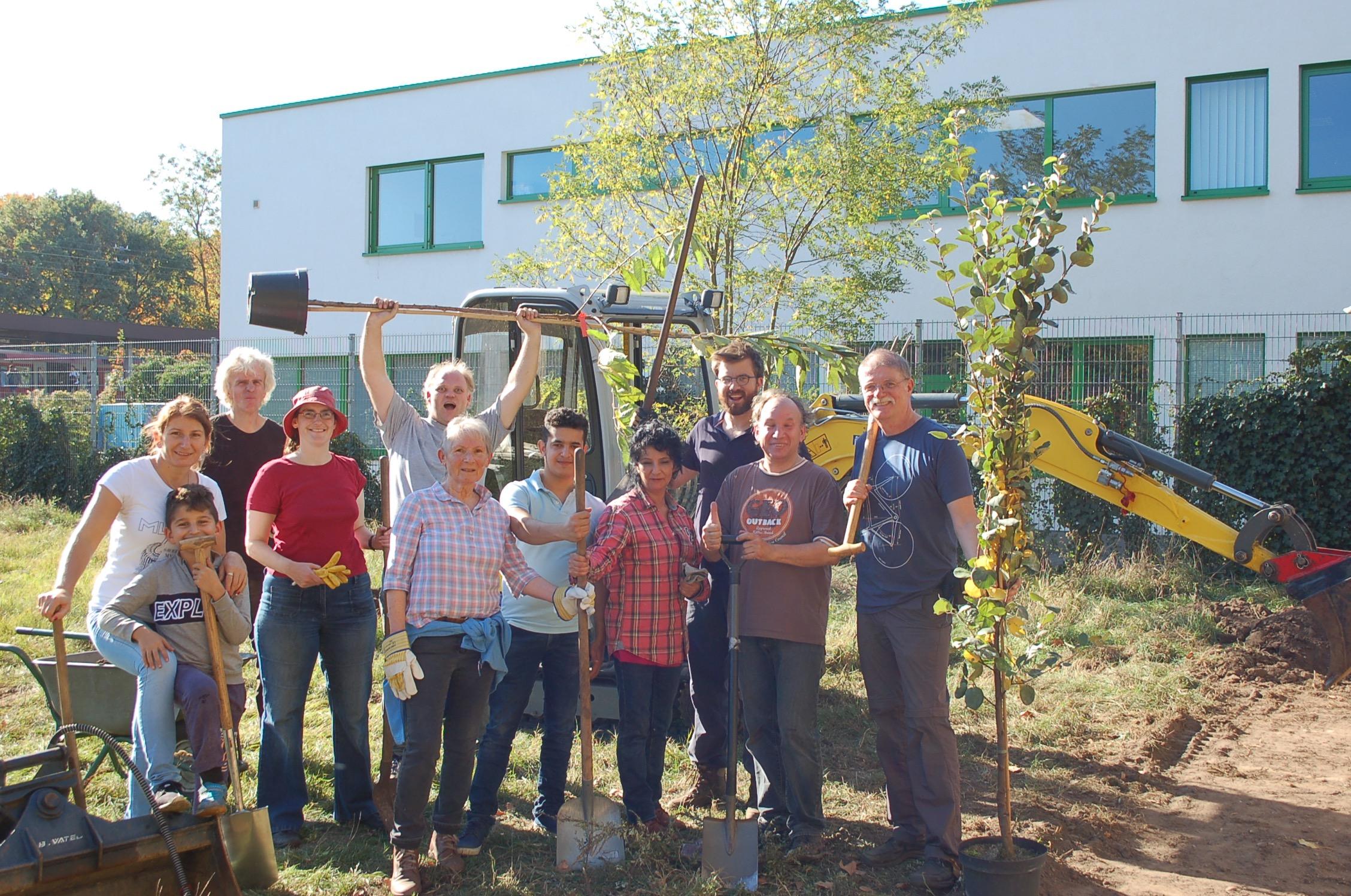 mk -Zahlreiche Aktive machten sich am Wochenende an die Umsetzung des Projektes Nachbarschaftsgarten.