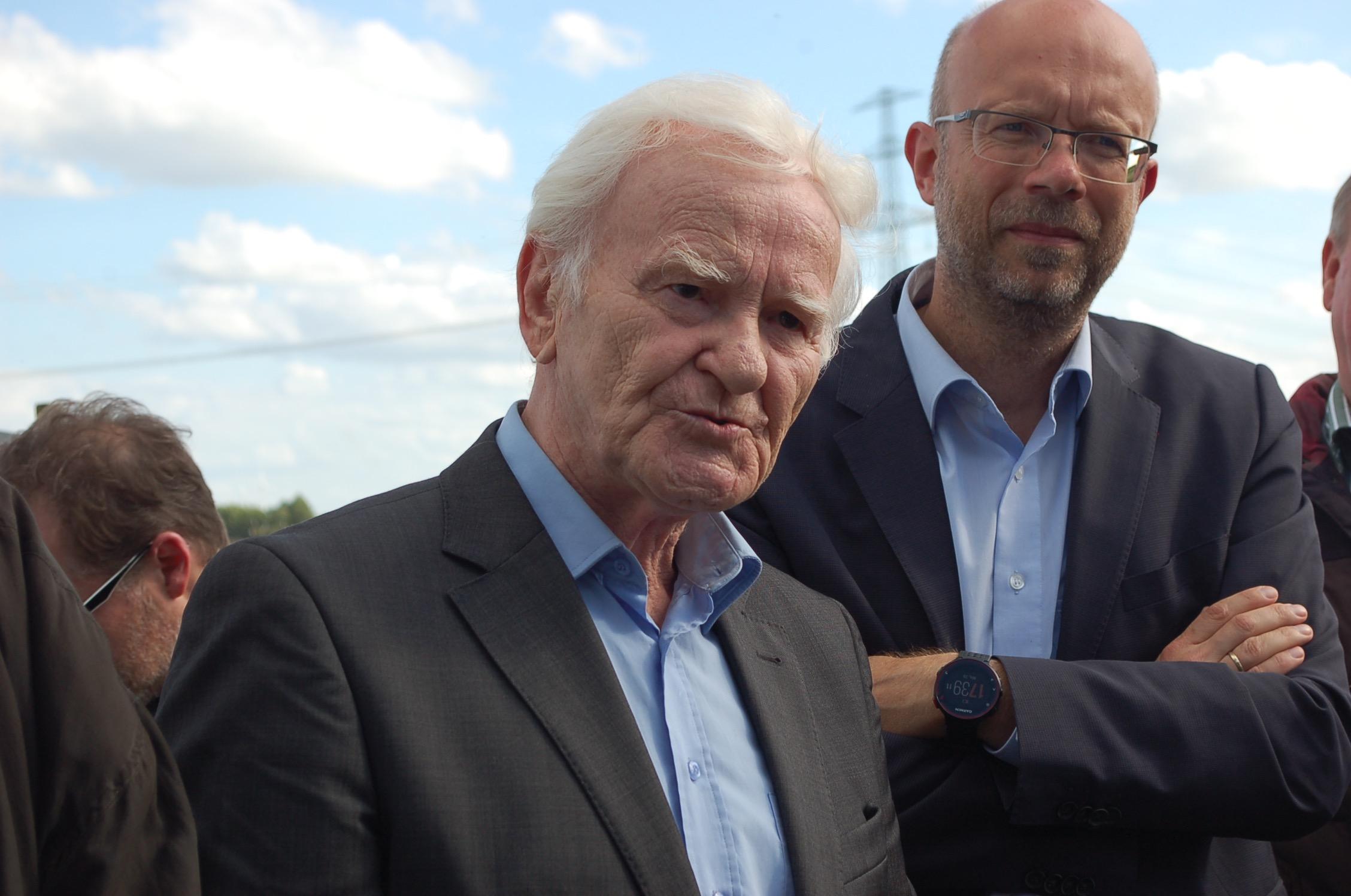 mk -Der Sprecher der Bürgervertretung Neuenfelde Francop Cranz Manfred Hoffmann zeigte sich über das Fernbleiben eines Behördenvertreters überrascht.