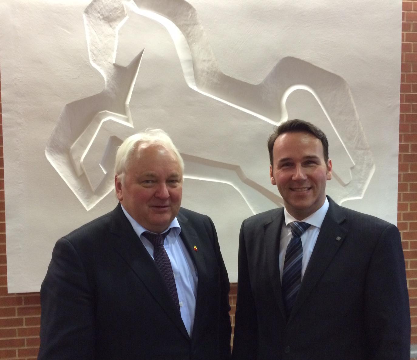 CDU -Die CDU Abgeordneten André Bock (r.) und Heiner Schönecke wollen gemeinsam mit der SPD den Nahverkehr im Umland stärken.