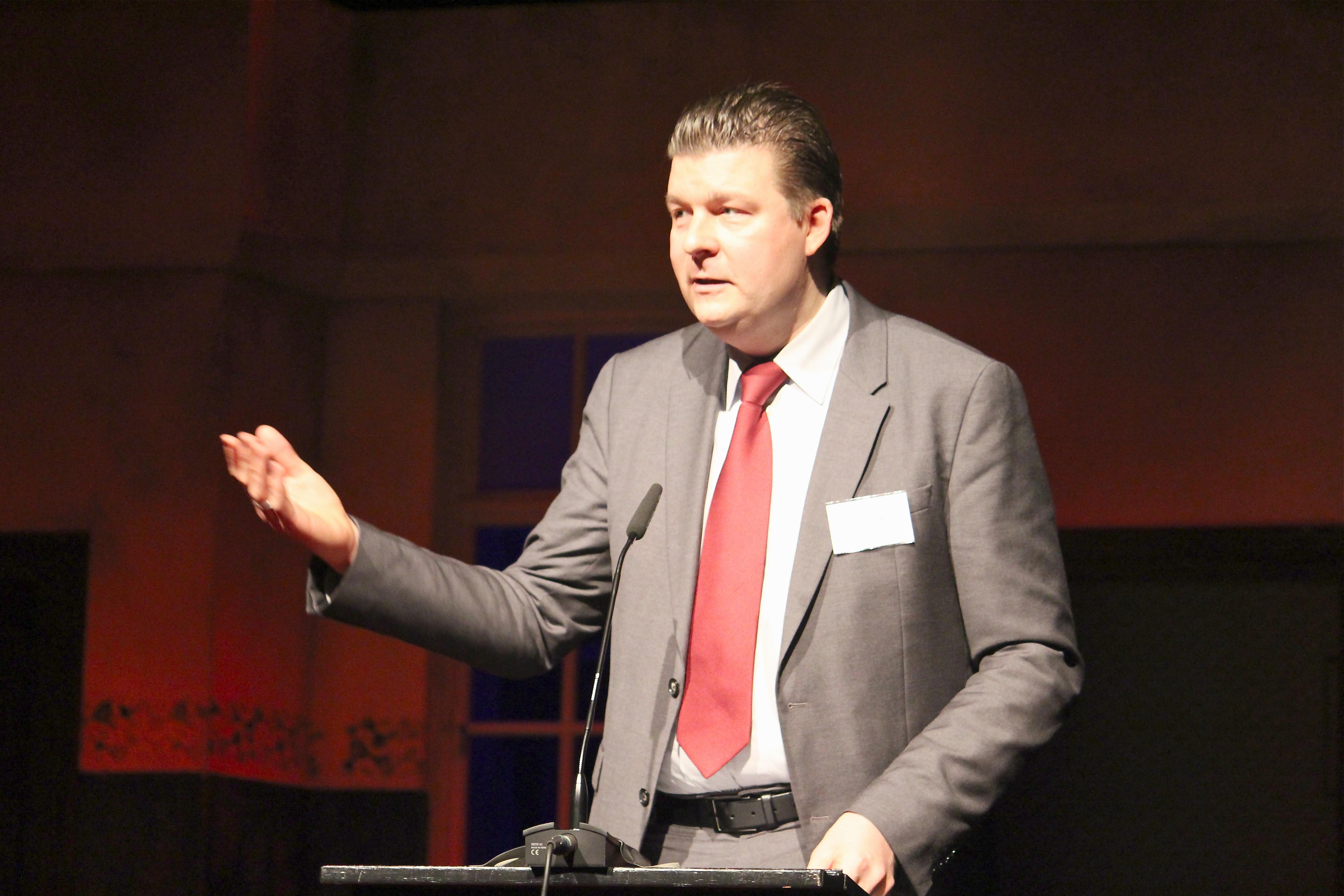 SPD-Finanzsenator Andreas Dressel kommt ins Bürgerhaus Wilhelmsburg um mit Fred Rebensdorf und Kesbana Klein (beide SPD) über den Haushalt 2019/2020 zu sprechen und dessen Auswirkungen auf Wilhelmsburg. Foto: pm