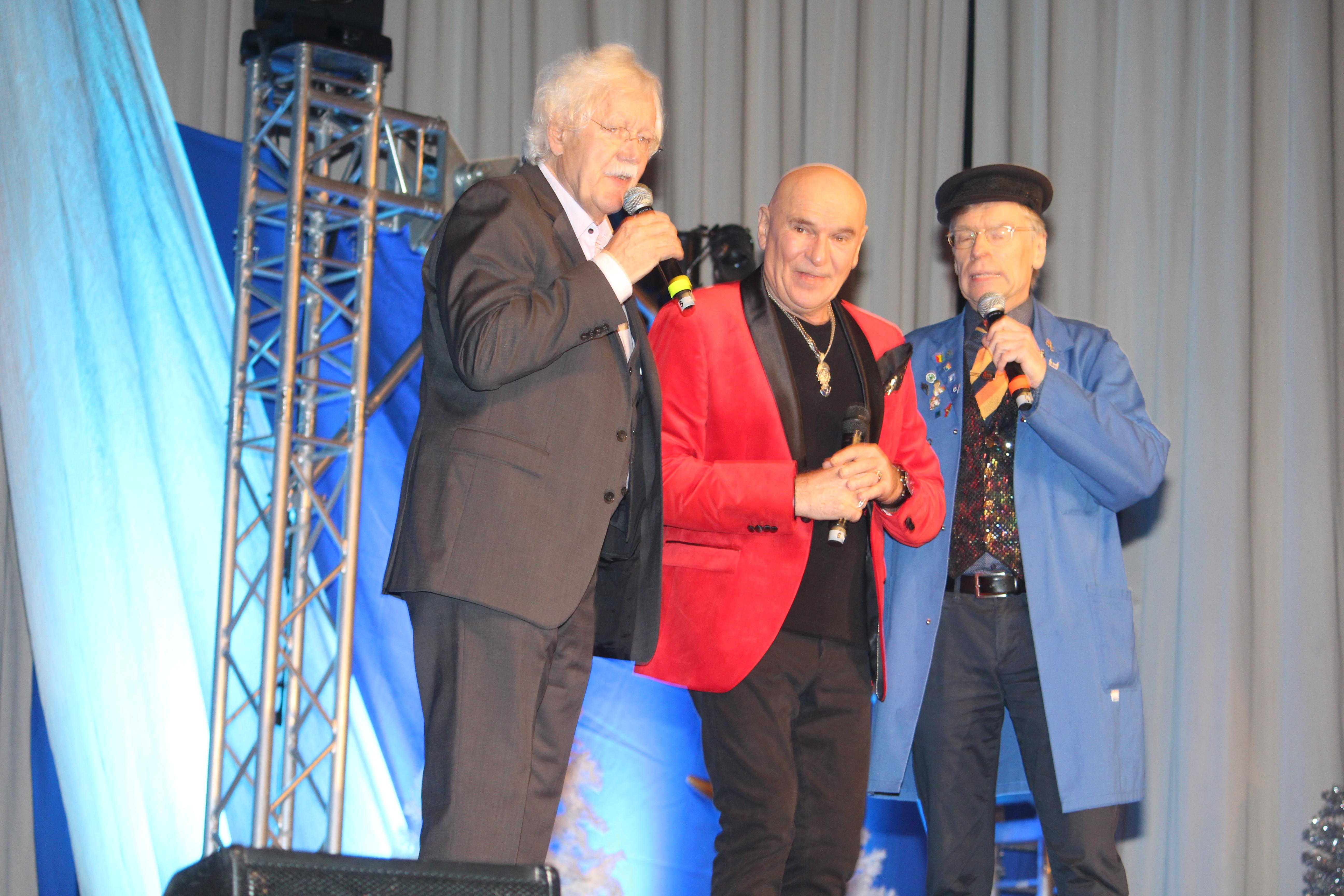 pm -Carlo von Tiedemann Peter Sebastian und Thorsten Laussch (als Hausmeister Rudi) führten durch das Programm.