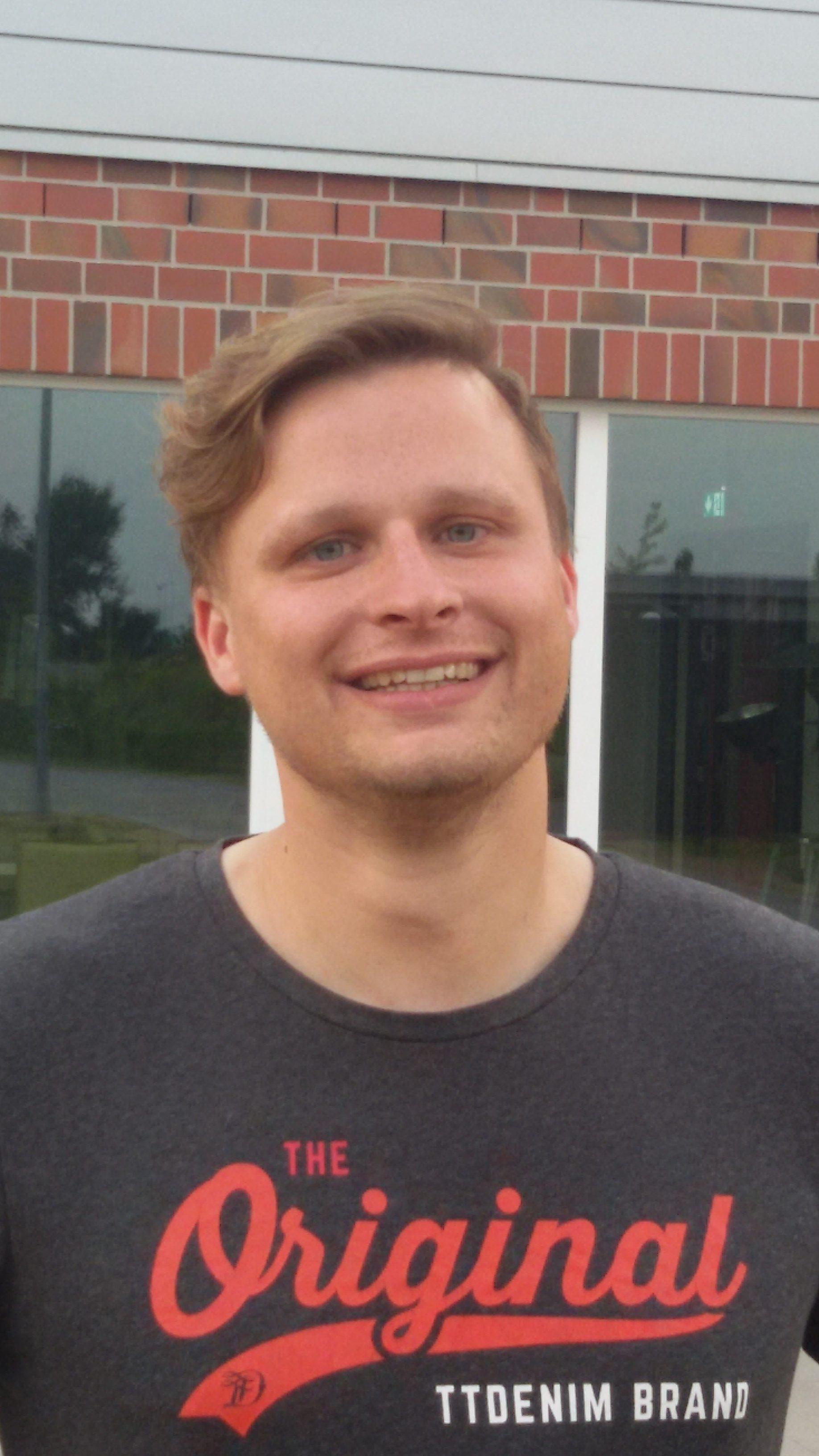 """TuS Fleestedt -TuS-Trainer André Sahling war zufrieden mit dem letzten Spiel des Kalenderjahres: """"Wir haben heute ein hervorragendes Spiel geboten und damit diese tolle Hinrunde abgerundet. Im kommenden Jahr wollen wir an die gezeigten Leistungen anknüpfen und bis zum Ende oben mitspielen. Es wird kein leichter Weg aber das Team funktioniert und wir haben in einigen Bereichen noch Steigerungspotenzial.Òr rFOTO (TuS Fleestedt): Trainer André Sahling ist mit seiner ersten Hinrunde mit den REDS sehr zufrieden"""