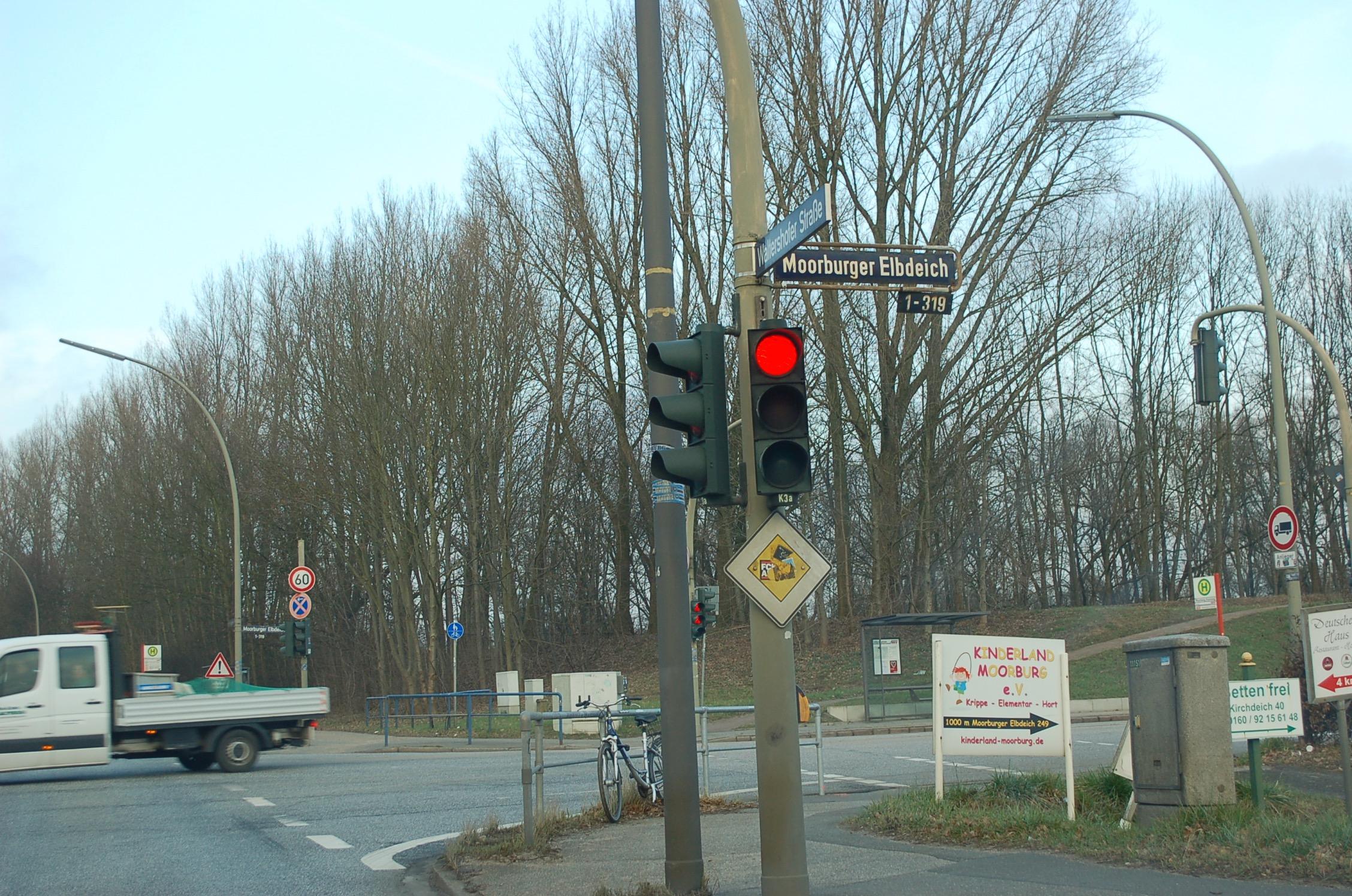 mk -Bis März 2020 soll der Moorburger Elbdeich zwischen der Waltershofer Straße und Moorburger Elbdeich in Höhe derrHausnummer 291 auf einer Länge von rund 400 Metern voll gesperrt werden.