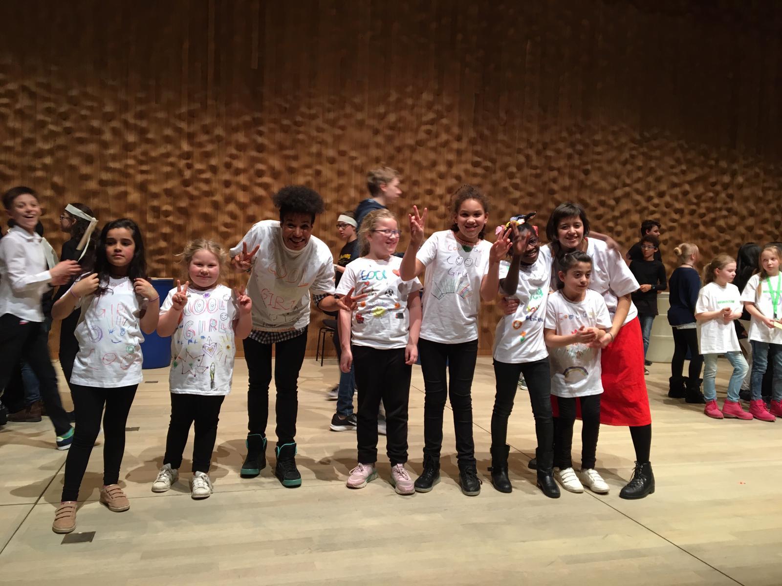 Die Kinder des Bodypercussion-Workshops hatten einen großen Auftritt in der Elbphilharmonie bei dem sie Bühne rockten! Foto: au