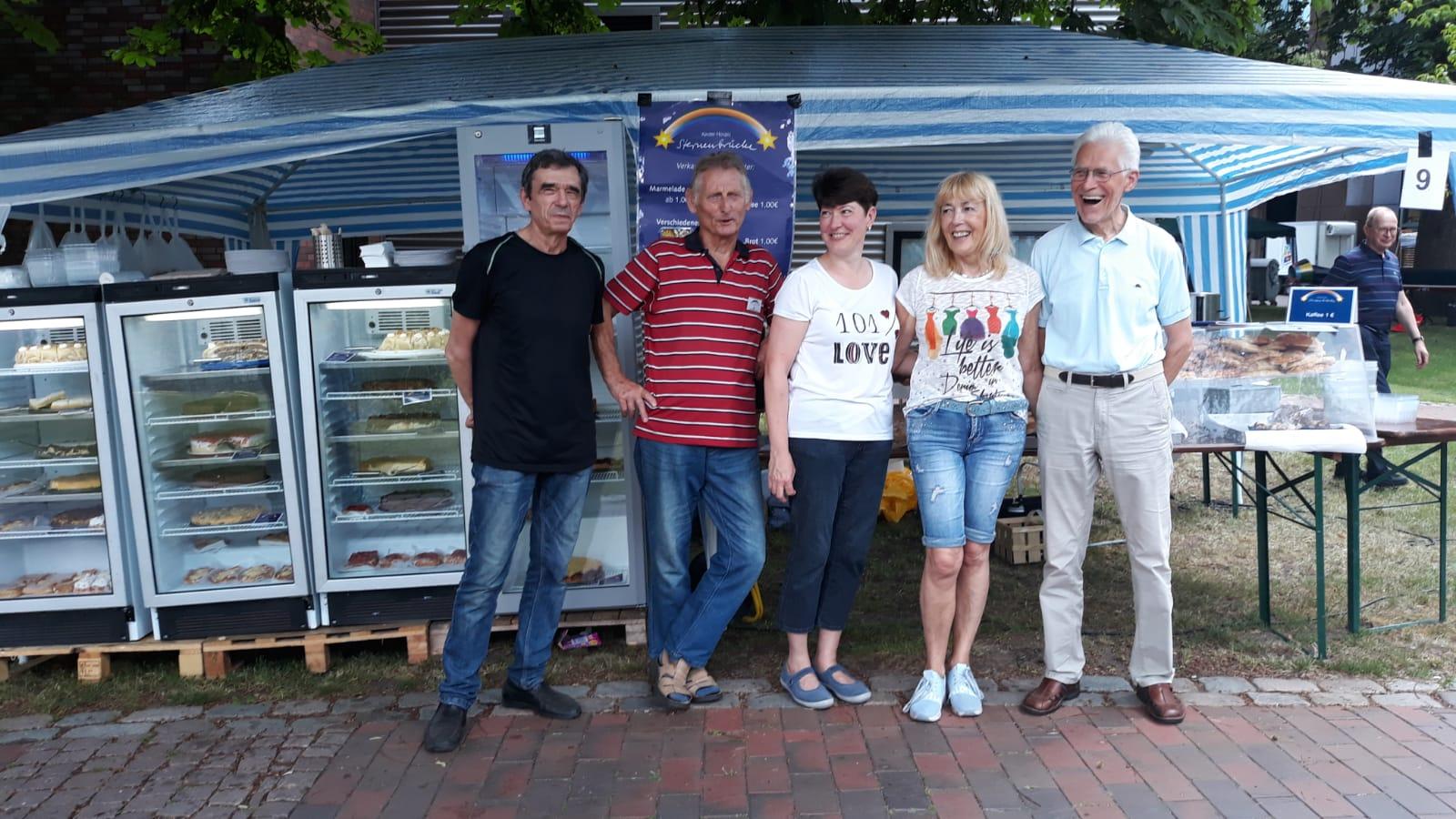 ein -Am Stand von Mili Antolagic und ihres Teams ließen sich die Besucher mit köstlichem Backwerk verwöhnen.