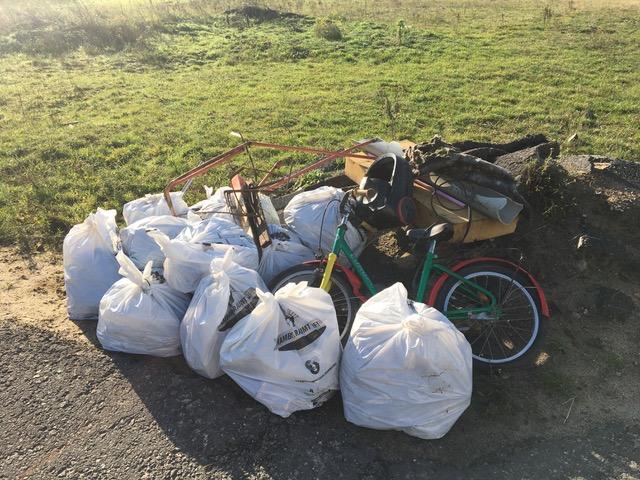 14 Säcke voller Müll und anderer Unrat sammelten die engagierten Bürger.
