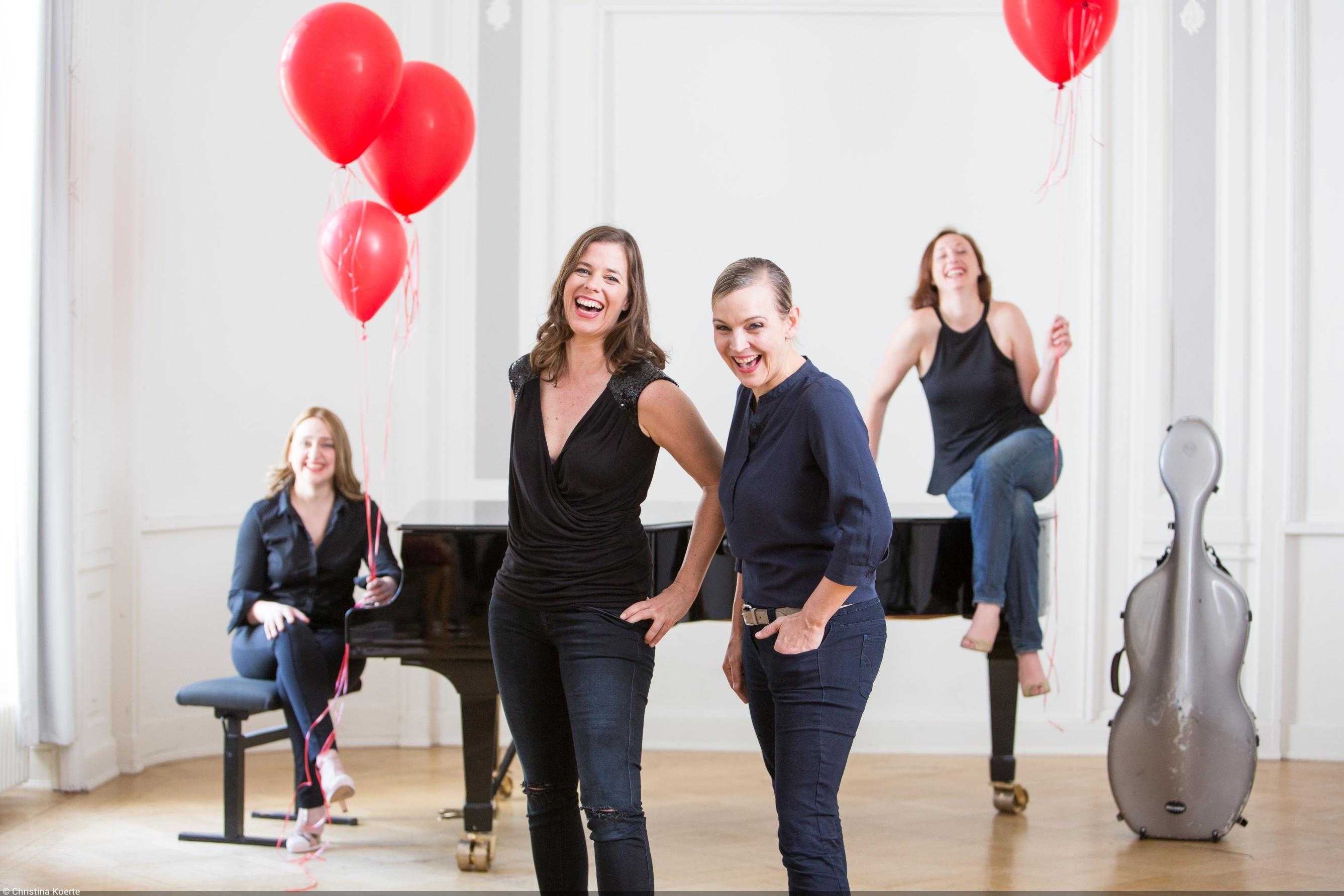 Christina Koerte -Salut Salon ist der Name eines kammermusikalischen Frauen-Quartetts aus Hamburg das seit 2002 in der Formation Klavier Cello und zwei Violinen   überaus erfolgreich im In- und Ausland auftritt