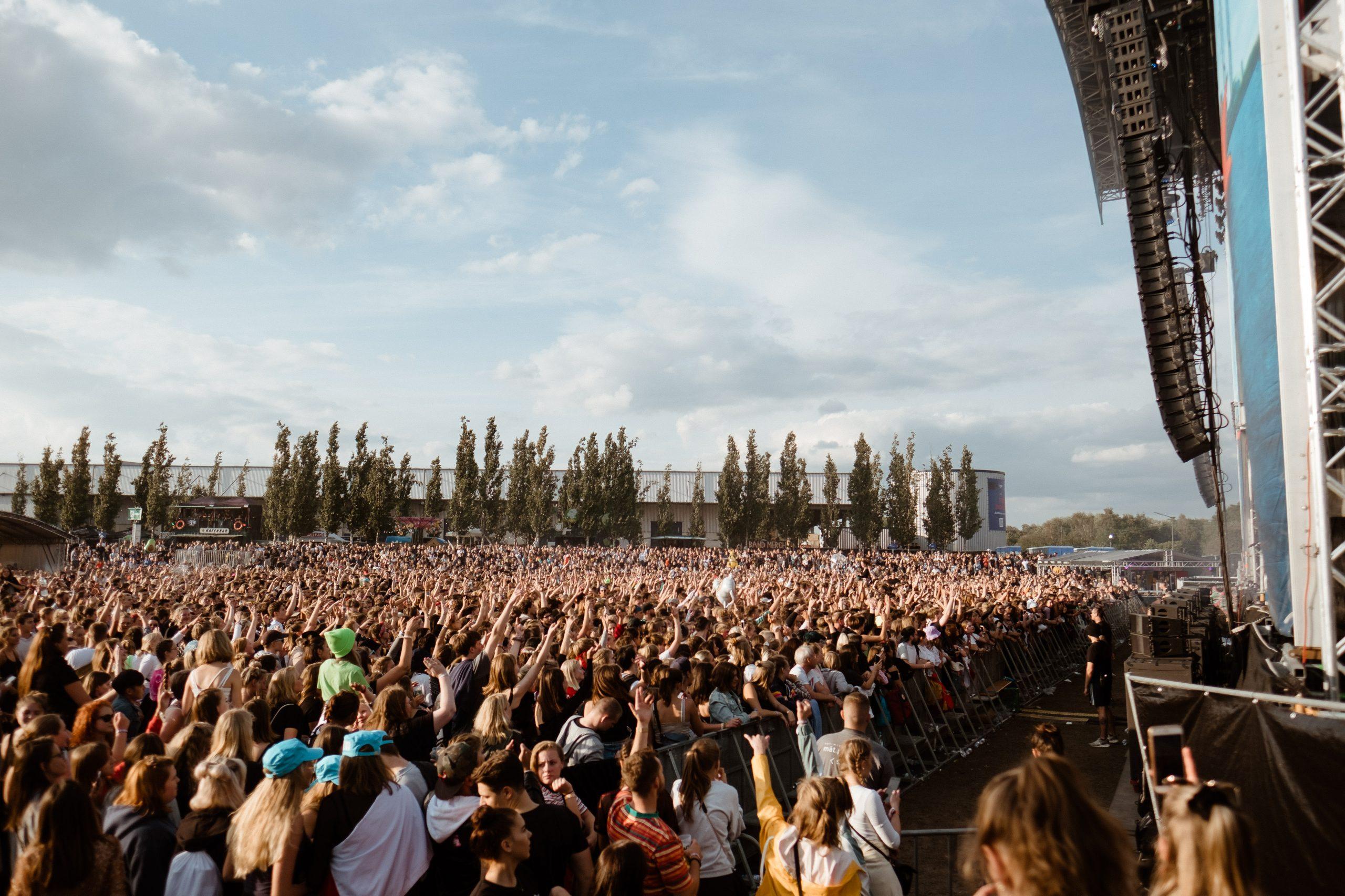 Großartige Stimmung wie im letzten Jahr auf dem Dockville garantiert auch das bisher bestätigte Line-Up des Festivals. Foto: Pablo Heimplatz