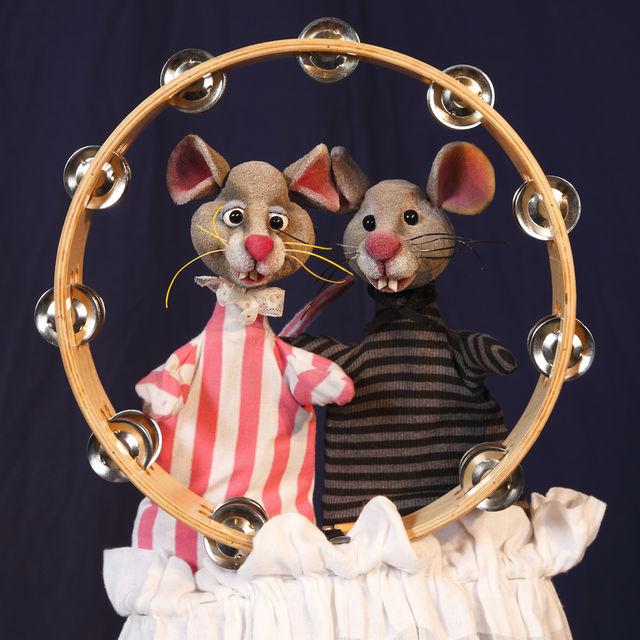 Eine Geschichte über die Suche zweier sehr unterschiedlicher Mäuse nach dem richtigen Zuhause und einem glücklichen Zusammensein präsentier das Bürgerhaus Wilhelmsburg beim SonntagsPlatz. Foto: ein