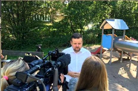 CDU -André Trepoll informiert sich regelmäßig über den Zustand der Spielplätze
