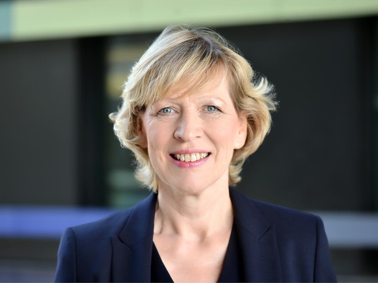 Dr. Dorothee Stapelfeldt Senatorin für Stadtentwicklung und Wohnen Foto: Bina Engel