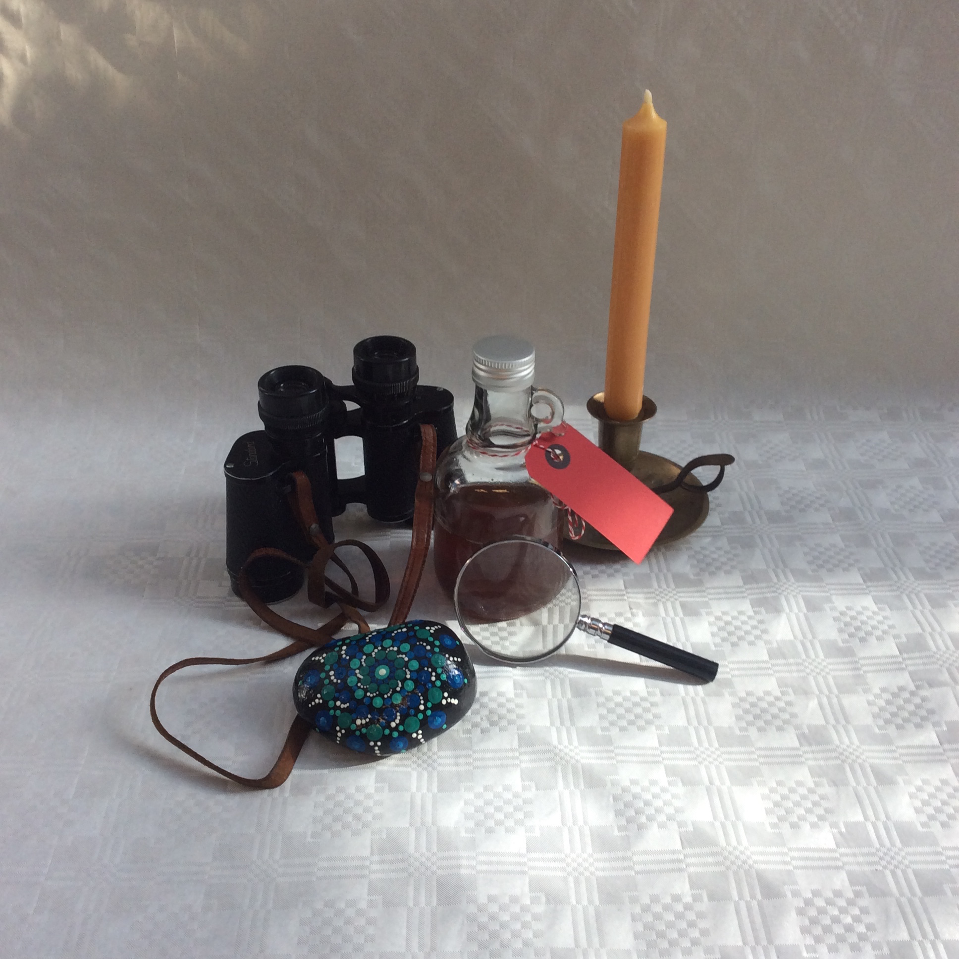 Zum sechsten und letzten Mal können Kinder ihre Geschichten mit den gezeigten Gegenständen bei der Bücherhalle Kirchdorf einreichen Foto: ein