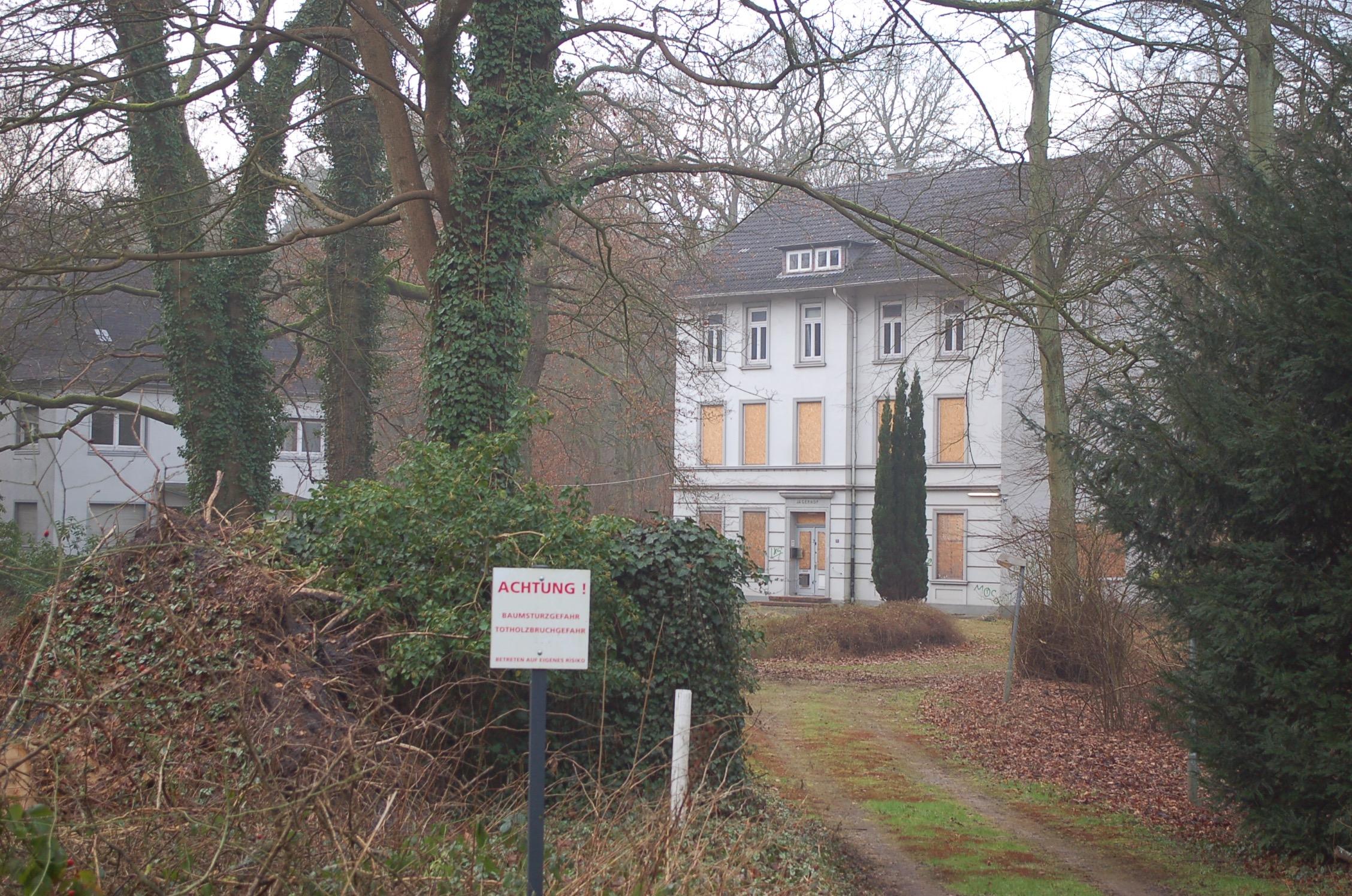mk -Der Alte Jägerhof verweilt schon lange im Dornröschenschlaf.