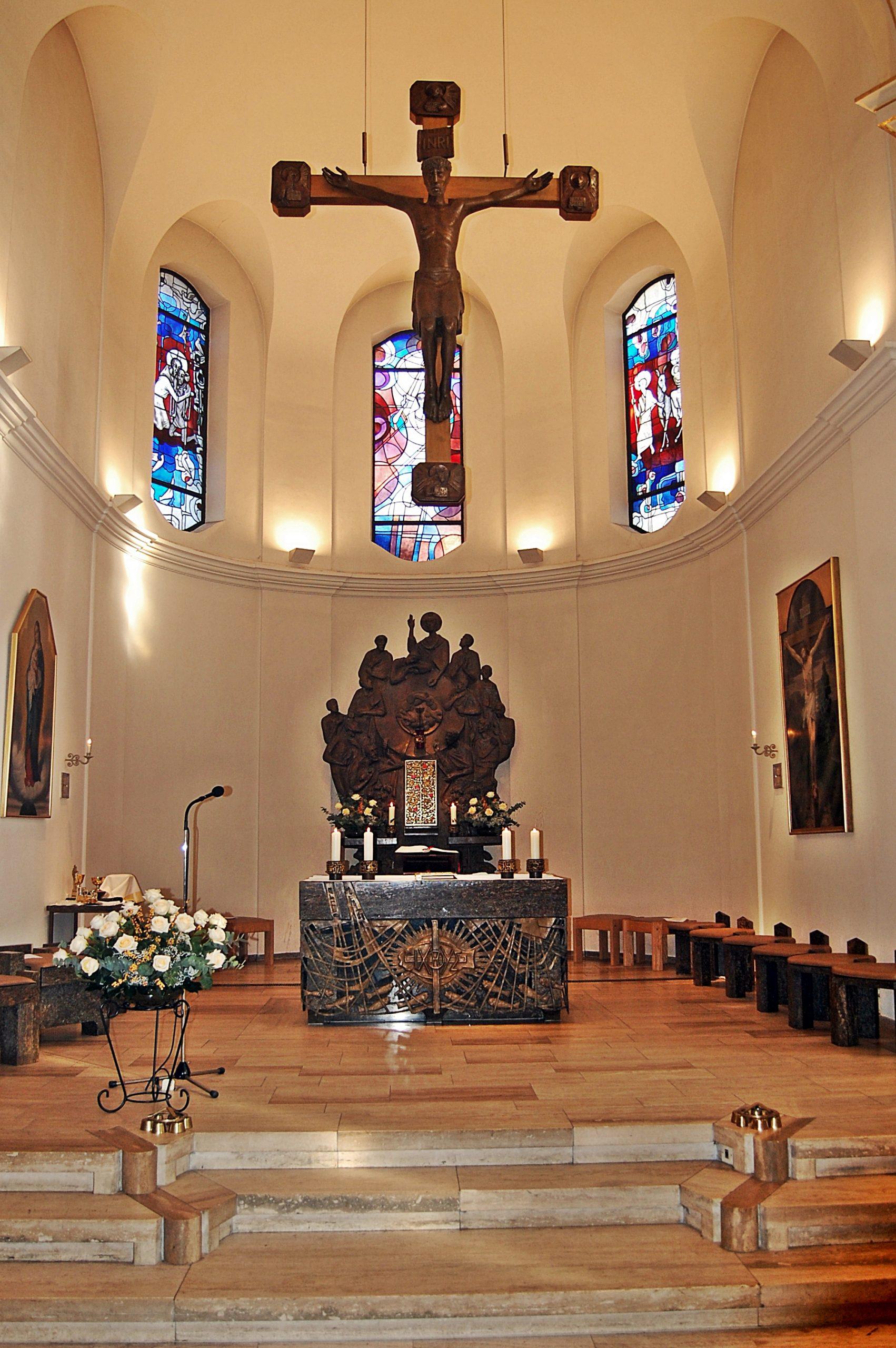 gd -Altarraum der Kirche St. Franz-Joseph.