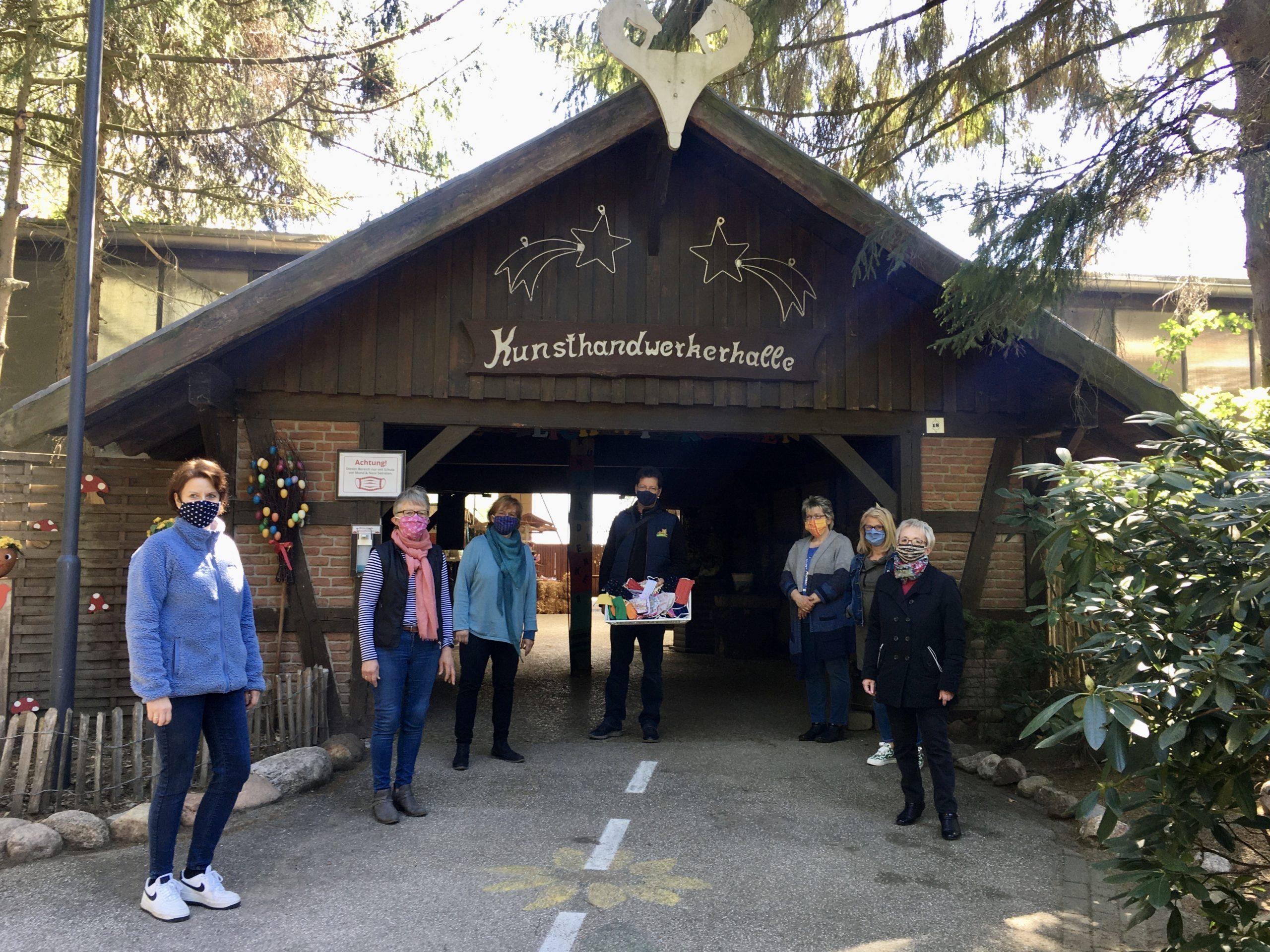 Foto: ein -Viele fleißige Hände nähten Mundschutzmasken und sammelten damit Spenden für den Wildpark
