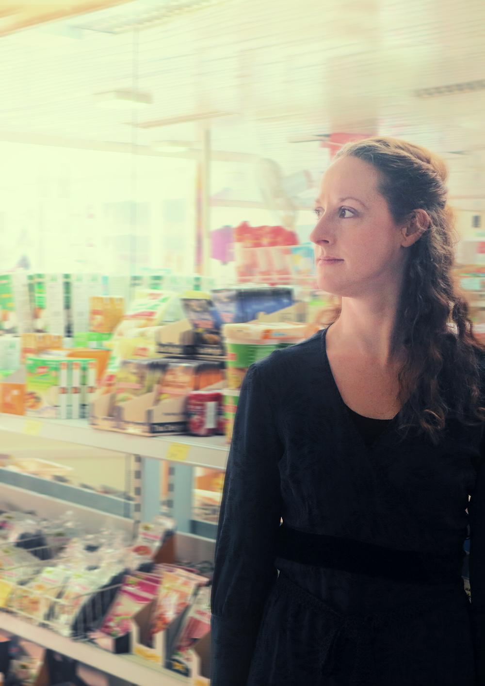 """Kulturhaus Süderelbe -Das Theaterstück """"LadenhüterinÒ mit Schauspielerin Iris Faber in allen Figuren wird am 31. Oktober und 1. November im JoLa aufgeführt"""