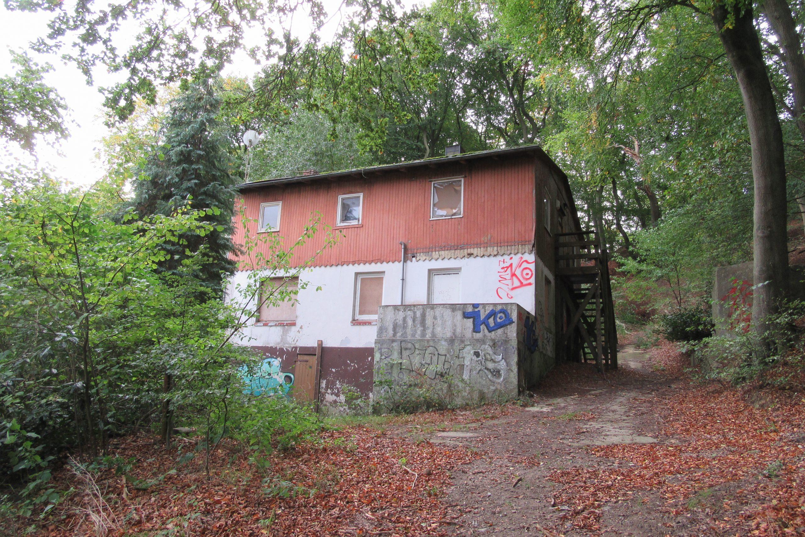 ein -Die CDU fordert den Abriss dieses Gebäudes im Falkenbergsweg.