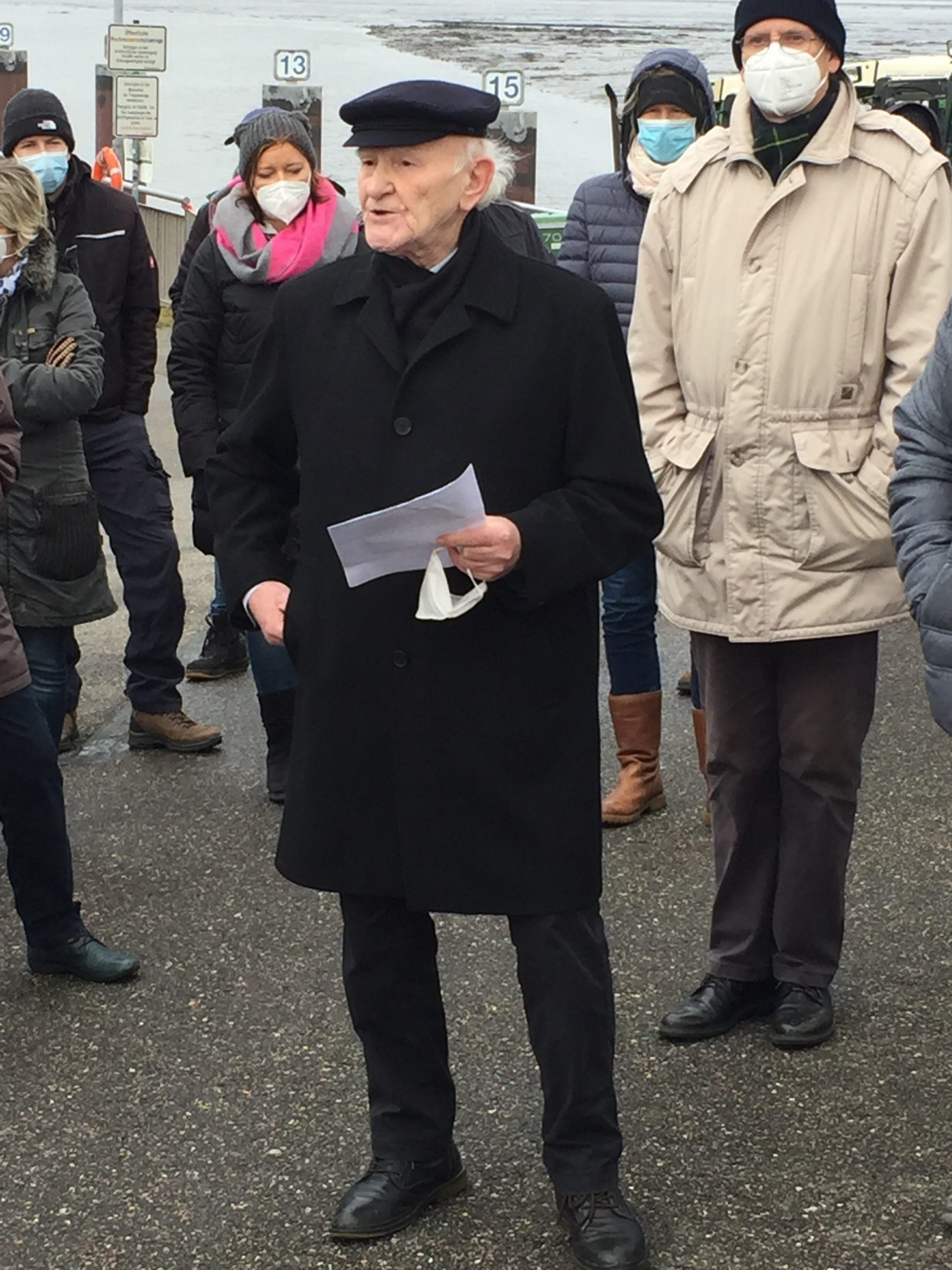mk -Der Sprecher der Bürgervertretung Neuenfelde-Cranz-Francop Manfred Hoffmann wandte sich angesicht der Sorgen der Bürger an HPA.