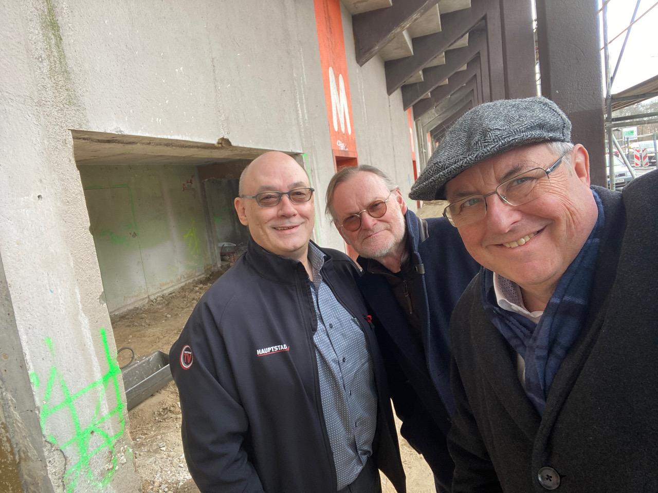 priv. -…….Henry C. Brinker mit den Berlin-Potsdamer Hauptstadt.TV-Geschäftsführern Uli Poesselt und Ulrich Rauhut.