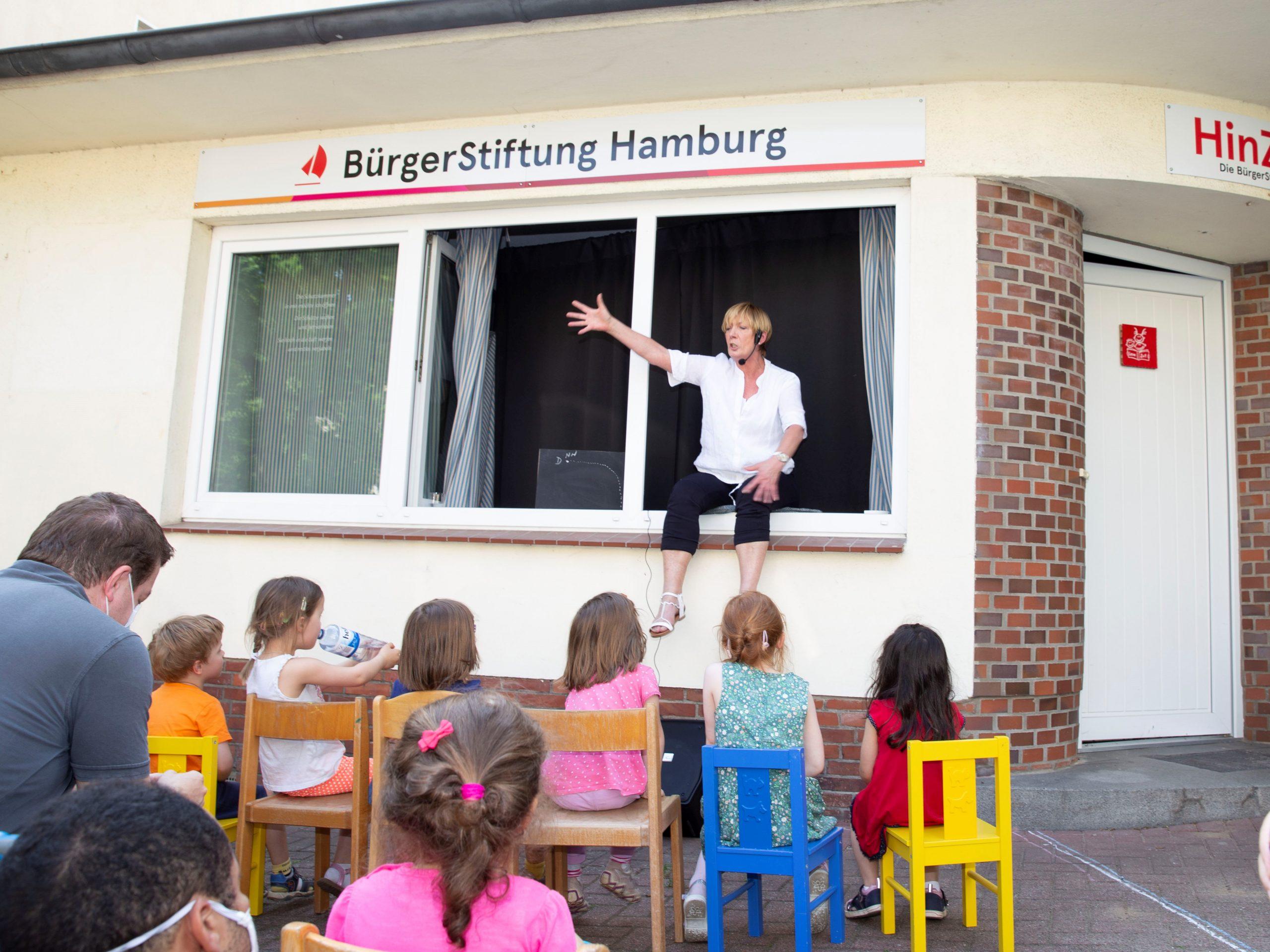 Foto: Kirsten Haarmann -Das HinZimmer steht allen Harburger offen. Für Kinder  wird es regelmäßig Vorlesungen geben.