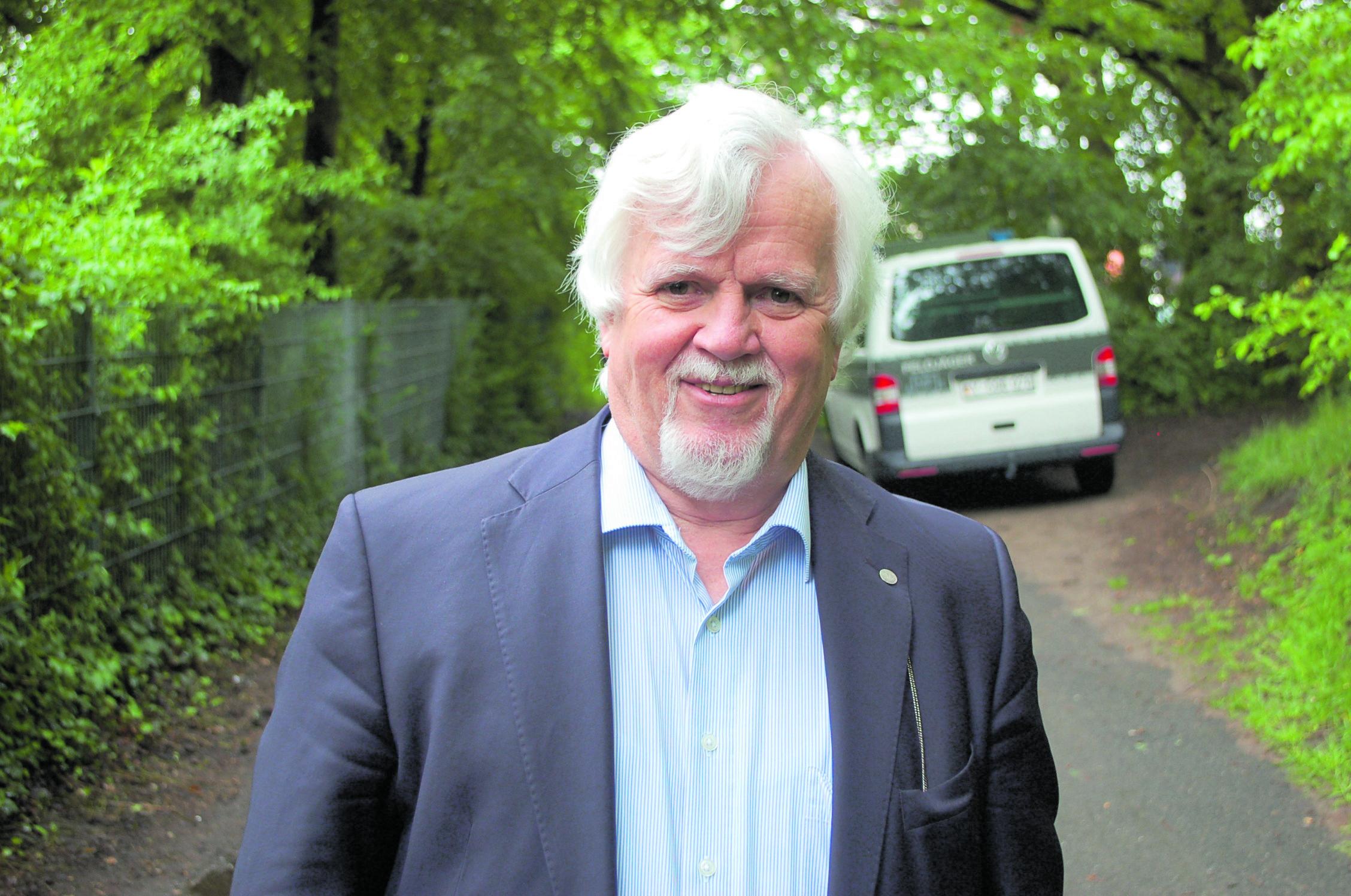 ein -Ralf-Dieter Fischer